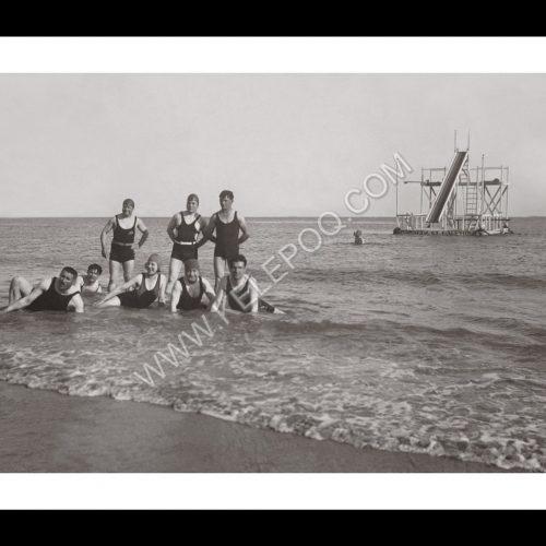 Photo d'époque La Baule n°07 - groupe de copains sur la plage en 1932
