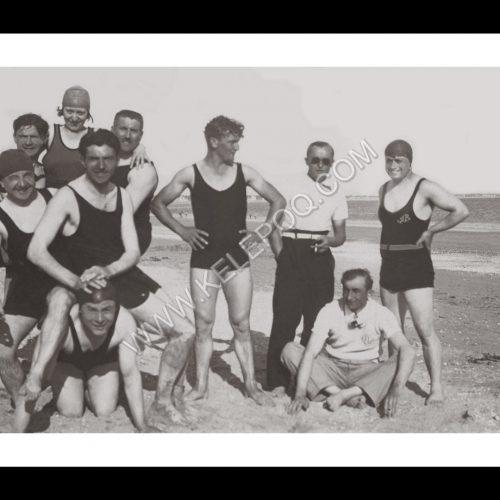 Photo d'époque La Baule n°08 - groupe de copains sur la plage en 1932