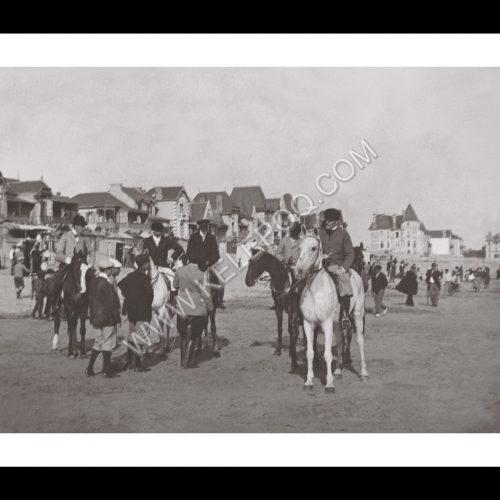 Photo d'époque La Baule n°09 - cavaliers sur la plage de la Baule