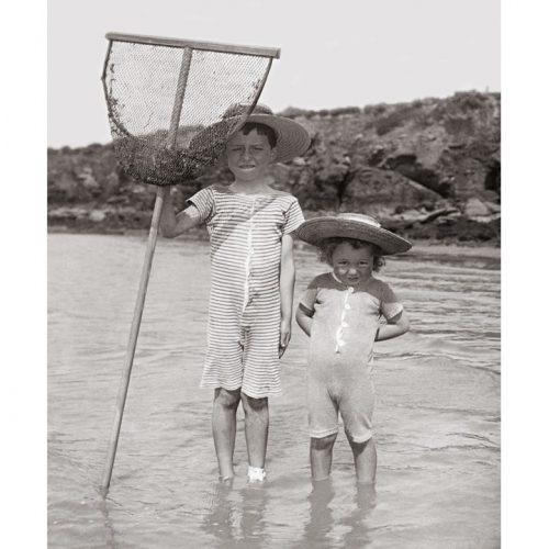 Photo d'époque Enfance n°33 - enfants à la pêche à l'épuisette à Pornic en 1904