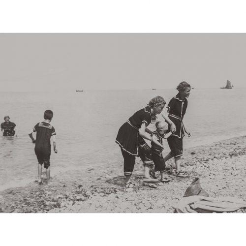Photo d'époque Mer n°92 - famille sur la plage